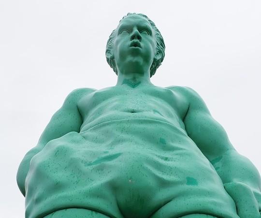 Wie groß war oder ist der größte Mann der Welt?